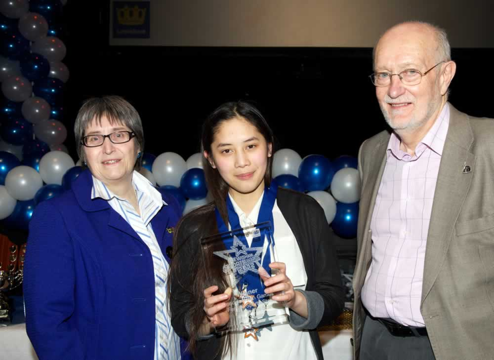 Quynh with her Award for female Athlete of the London Youth Games